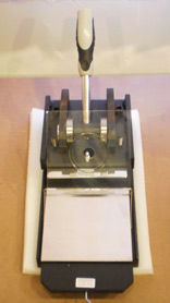 Button badge cutter machine